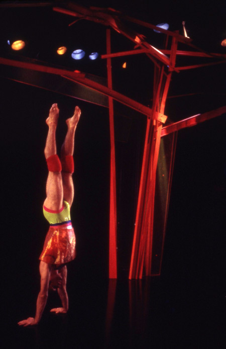 Mimi Gross, design collaboration with Douglas Dunn: Aerobia, Choreography Douglas Dunn, 2001